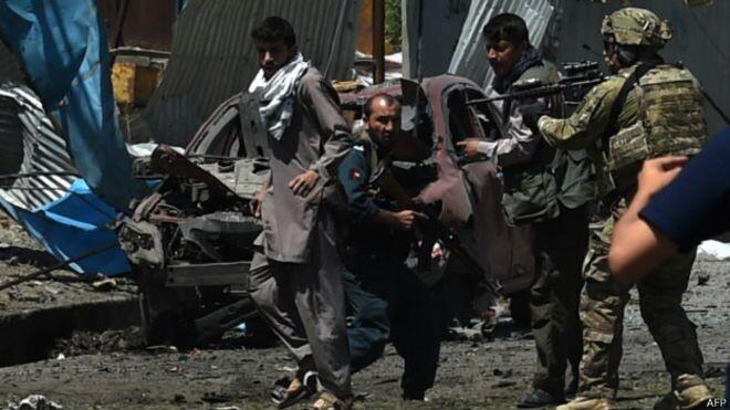 Al menos 40 muertos y cientos de heridos es el saldo de los ataques en la capital de Afganistán.