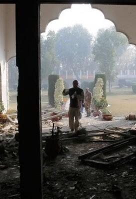 Al menos ocho personas murieron el domingo en un atentado suicida.