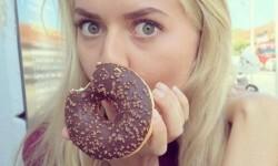 Amelie, la joven que muestra en Instagram su asombrosa recuperación de la anorexia (1)