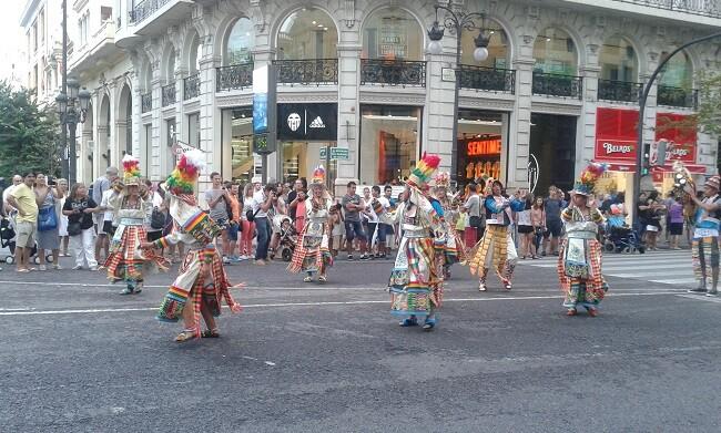 Bolivia celebró la conmemoración de sus 190 años de independencia con un vistoso acto lúdico festivo. (Foto-J.Entraigües-VLCNoticias).