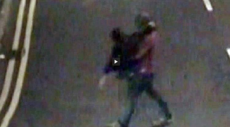 Captan a violador cargando a su víctima antes de abusar de ella   Redes Sociales   América