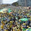 Casi 880.000 personas marcharon en Brasil contra Dilma Rousseff.