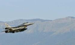 Cazas turcos participan por primera vez en una operación de coalición contra el Estado Islámico