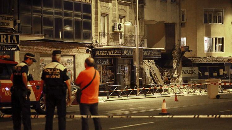Desalojan un edificio de Madrid antes de que empezara a derrumbarse