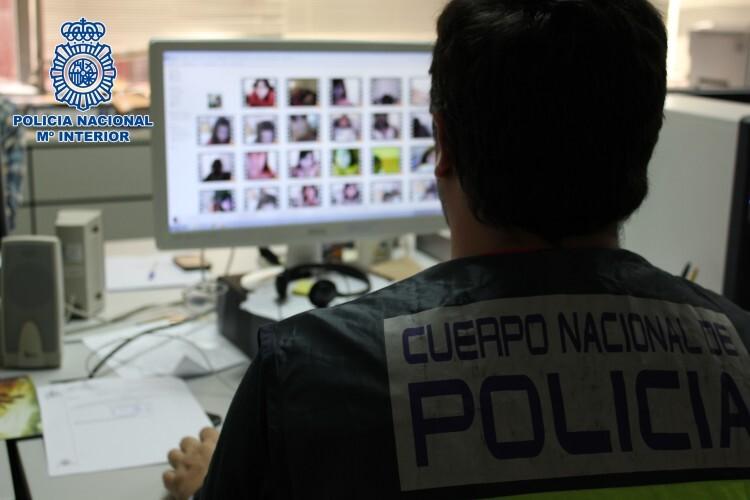 Detenido por amenazar a menores para obtener imágenes de contenido sexual a través de Internet