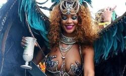 El carnaval de Rihanna con su cuerpo semidesnudo (13)