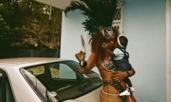 El carnaval de Rihanna con su cuerpo semidesnudo (7)