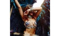 El carnaval de Rihanna con su cuerpo semidesnudo (8)