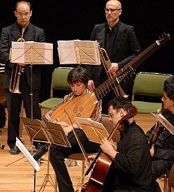 El conjunto nació en 1999 con la intención de interpretar el repertorio musical europeo de los siglos XVII y XVIII.