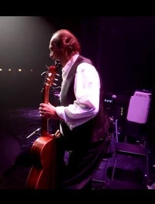El documental tiene como punto de partida junio de 2012, cuando el guitarrista Paco de Lucía inicia una gira de once días por Europa.