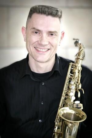 El gandiense Javier Malonda es profesor de saxofón en la Escuela de Música 'Maestro Valdovín' de Gandía.