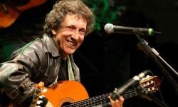 Eugenio  Bennato  forma  parte  de  la  escuela  de  cantautores  napolitana.