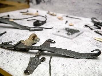 Falcatas, escudos y lanzas (Foto-Abulaila)