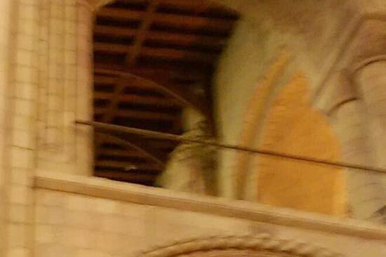 Fotografían un supuesto fantasma de un obispo en catedral de Norwich Inglaterra (1)
