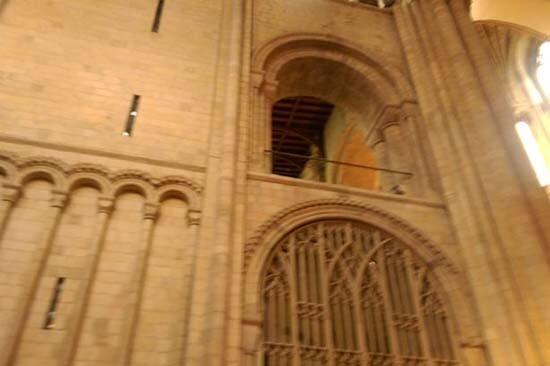Fotografían un supuesto fantasma de un obispo en catedral de Norwich Inglaterra (2)