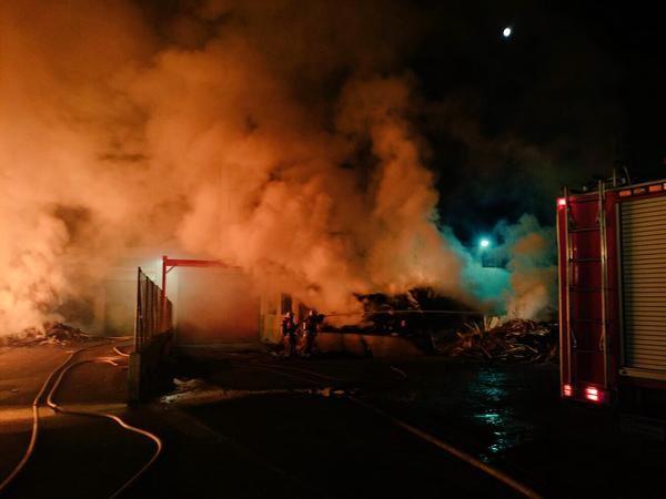 Incendio de una nave industrial esta noche Belgida (1)