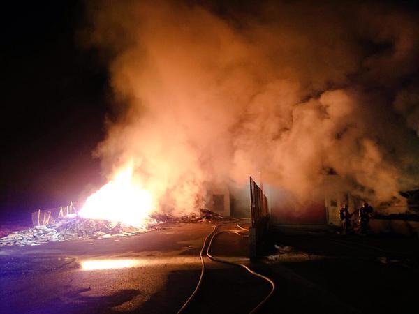 Incendio de una nave industrial esta noche Belgida (2)