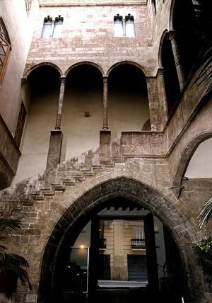 Interior del patio del palacio del Almirante.