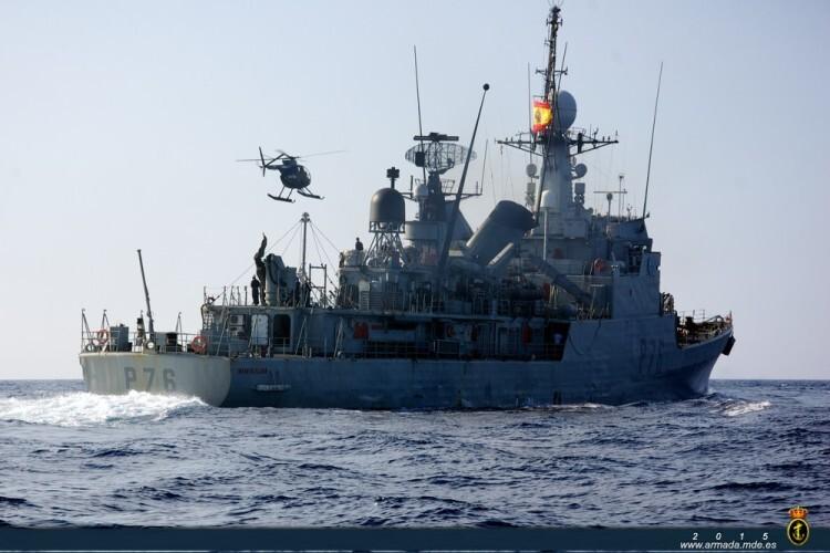 La Armada auxilia en el Mediterráneo a un pesquero español con vía de agua a bordo