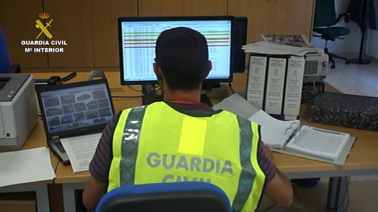La Guardia Civil desarticula una red por defraudar 15 millones de euros del I.V.A. (2)