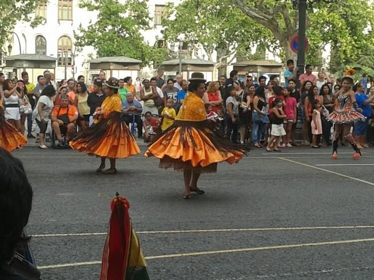 La fiesta contó con la colaboración de diversas entidades y comunidades culturales del país del altiplano. (Foto-J.Entraigües-VLCNoticias).