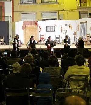 La iniciativa se basa en espectáculos, que se realizarán principalmente en la calle, de grupos y compañías teatrales, musicales y de animación.