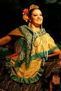 La plaza se convertirá en el punto de unión de bailes típicos internacionales y autóctonos.