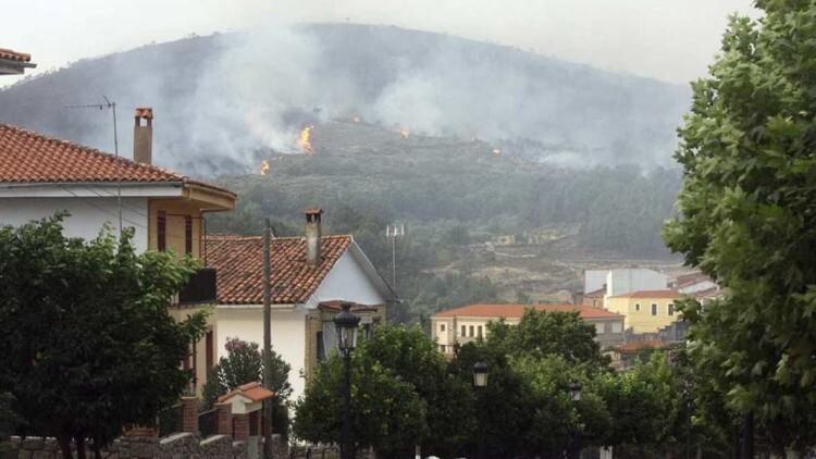 Las llamas continúan arrasando la Sierra de Gata en Extremadura