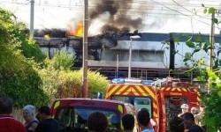 Locomotora del AVE incendiada.