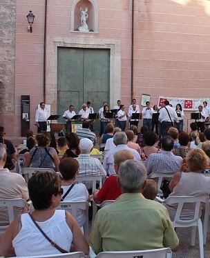 Más de mil personas han disfrutado ya de la música tradicional de dolçaina y tabal. (Foto-VLCNoticias)