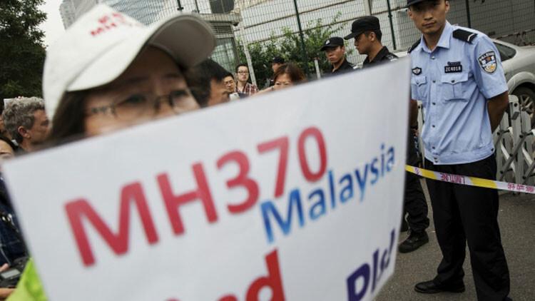 MH370 Familiares sospechan que hallazgo de los restos del avión podría ser un montaje