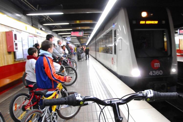 Metrovalencia amplía el permiso de viajar con bicicletas a todo el fin de semana y festivo