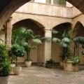 Patio del palacio del Almirante palacio del Almirante, sede de la Conselleria de Hacienda.