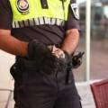 Policía con el 'chotacabras'.