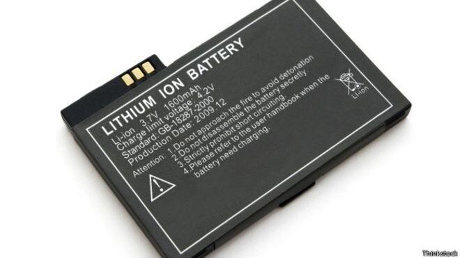 Por qué prohíben las baterías de litio en muchos aviones