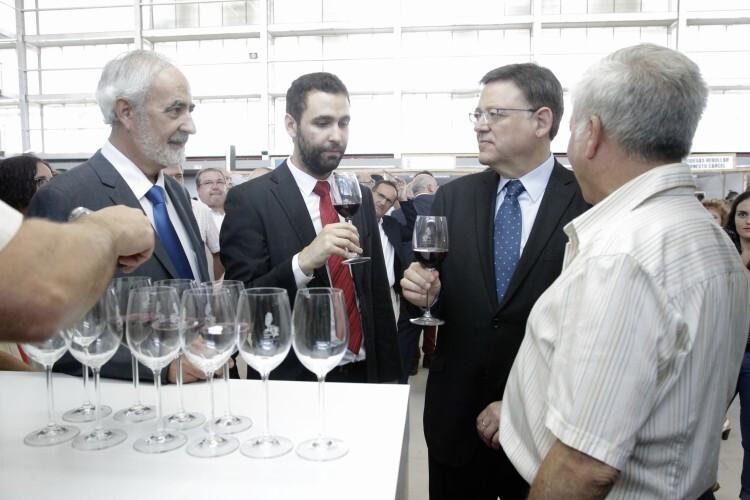 Puig muestra el apoyo del Consell a la Denominación de Origen Utiel Requena para llegar a nuevos mercados