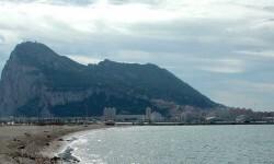Reino Unido acusa a España de violar la soberanía británica en Gibraltar y Exteriores lo niega