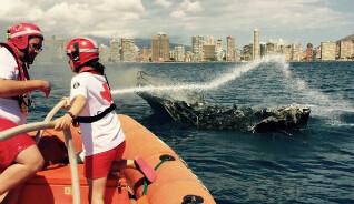 Salvamento Marítimo realizó un protocolo de emergencia para evitar que los restos de la nave llegaran a la playa.