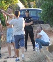 Según la Policía, todavía se siguen buscando las extremidades.