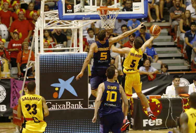 Selección Española de basket con victoria ante Van Rossom (1)