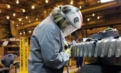 Trabajadora en una fábrica.