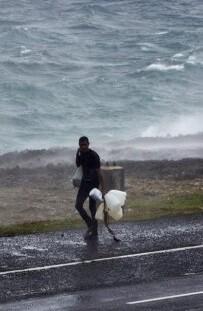 Tras devastar a la isla de Dominica la tormenta dejó al menos 20 muertos.