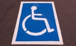 Una de las zonas de estacionamiento para discapacitados.