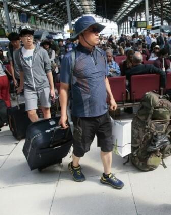 Viajeros evacuados del AVE siniestrado.