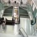Video  crece la psicosis con escaleras mecánicas en China   China  Videos  centro comercial   América