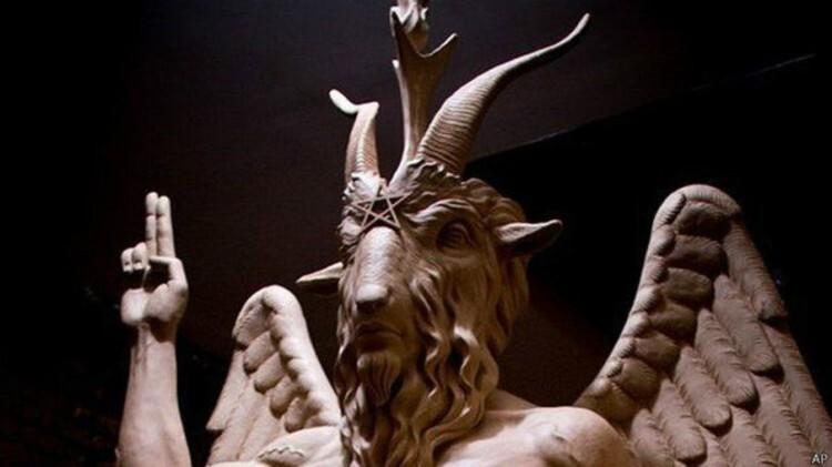 escultura-del-diablo-en-estados-unidos