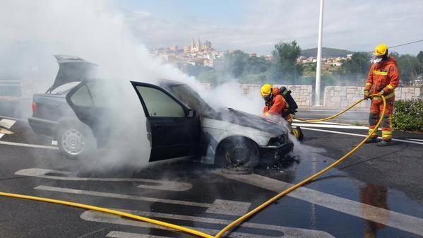 incendio de un vehiculo,en el puente de Riba-Roja (1)