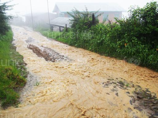 niños afectados por las inundaciones en Myanmar (1)