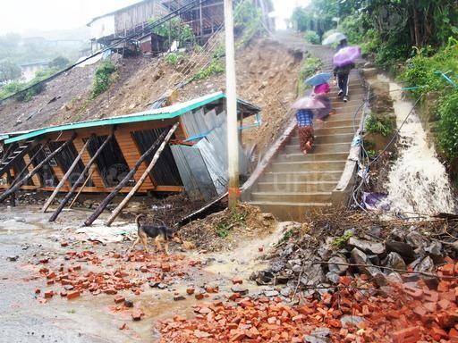 niños afectados por las inundaciones en Myanmar (2)