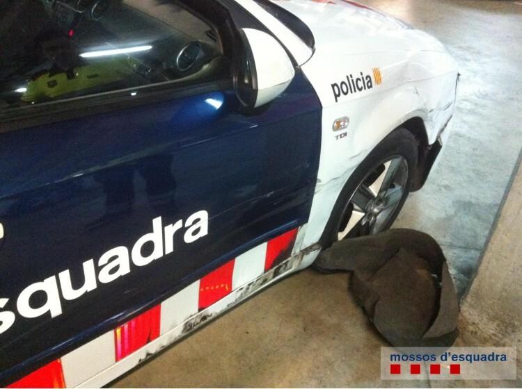 se saltó un control en el Baix Llobregat y chocó con dos vehículos policiales (2)